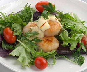 Salat mit Jakobsmuscheln