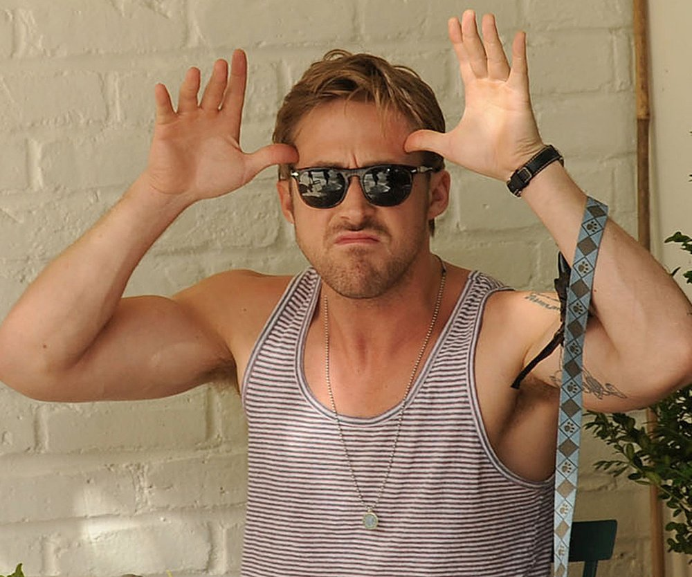 Ryan Gosling schneidet Grimassen