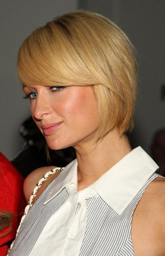 Paris Hilton mit stufigem Short Bob