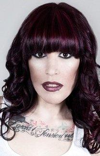 Violett schimmerndes, schwarzes Haar