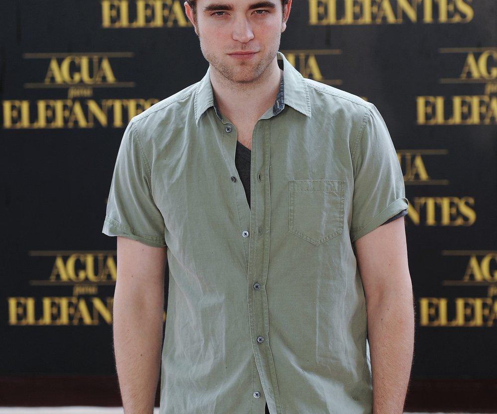 Robert Pattinson versteigert Hemd