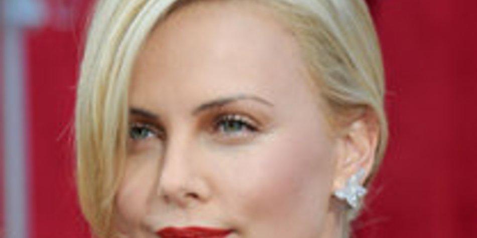 Charlize Theron: Das Geheimnis ihrer schönen Haut