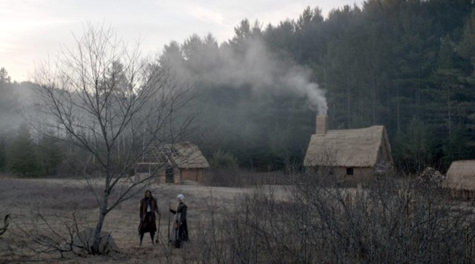 Keine gute Idee: William (Ralph Ineson) und Katherine (Kate Dickie) siedeln am Rande eines finstern Waldes.