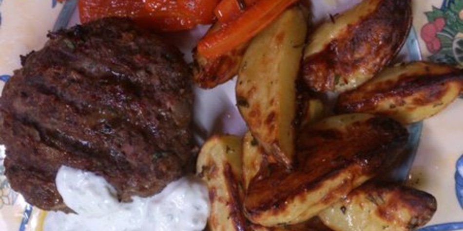 Bifteki grillen