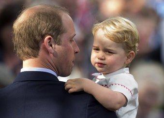 Prinz George auf dem Arm von Papa Prinz William
