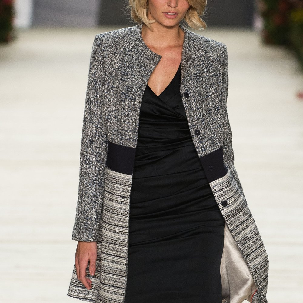 Luisa Hartema modelt für Escada