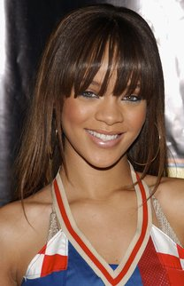 Rihanna mit langem Pony