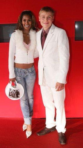 Max Riemelt mit einer Freundin