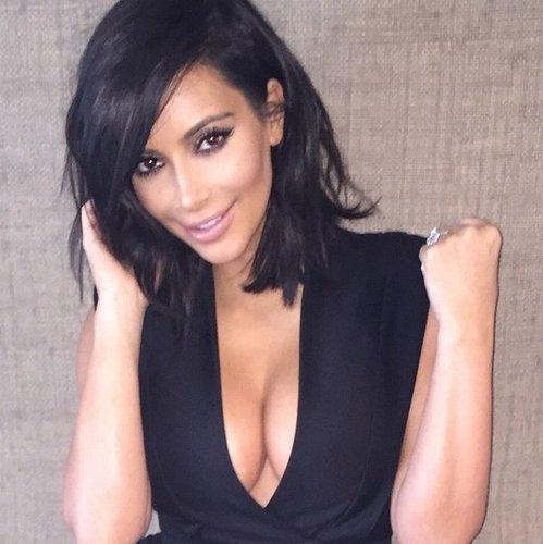 Kim Kardashian zeigt ihren neuen Long Bob