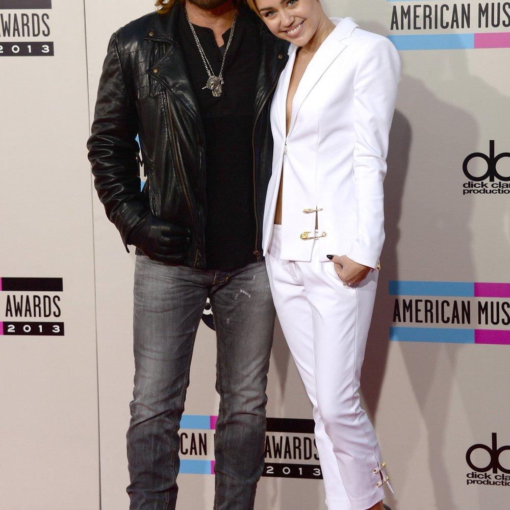 Miley Cyrus gibt ihrem Vater Karriere-Tipps