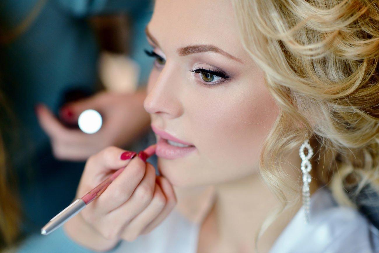 Nachschminken der Braut