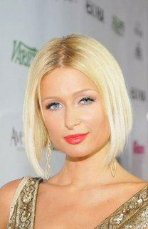 Sleekbob mit Mittelscheitel bei Paris Hilton