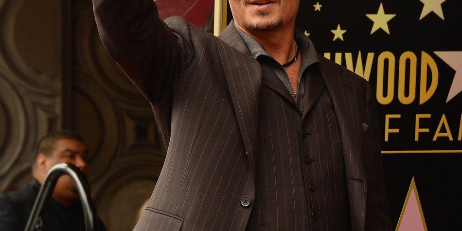 Johnny Depp liefert sich einen erbitterten Streit mit Kollege Brad Pitt