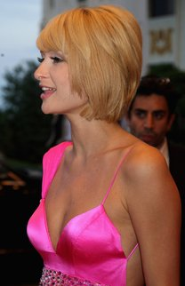 Paris Hilton: Trendiger Stufenbob mit Pony