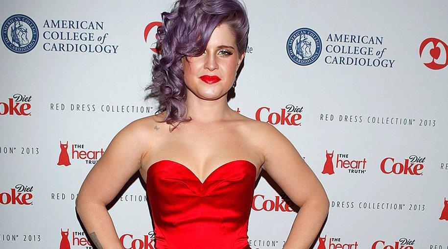 "Kelly Osbourne als ""Lady in Red""."
