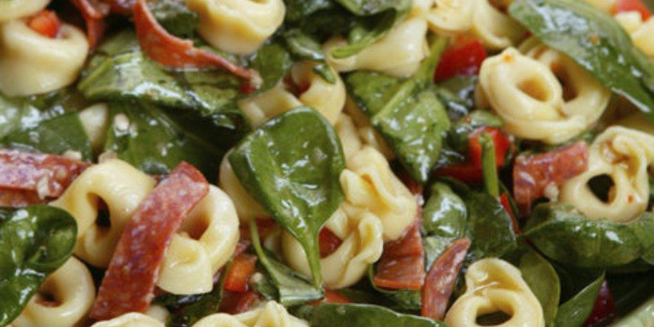 Tortellinisalat mit Tomaten