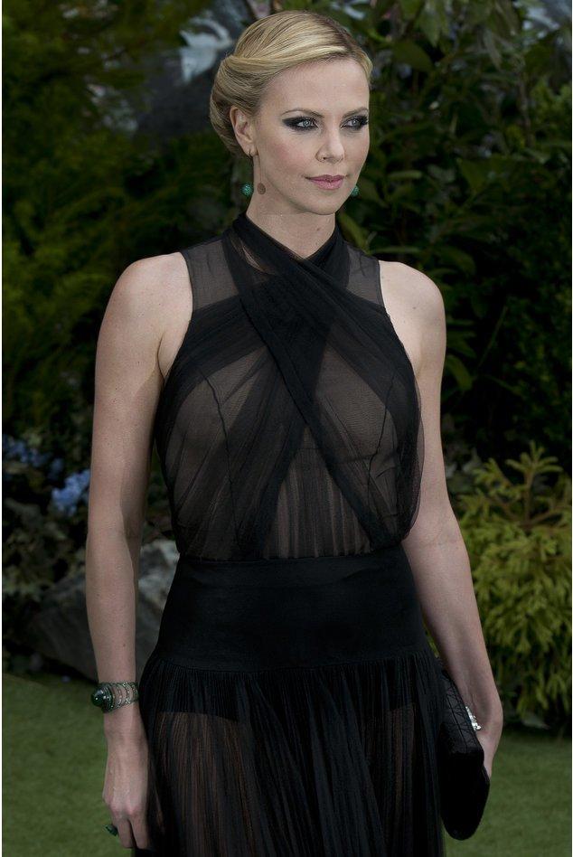 Charlize Theron bei einer Gala