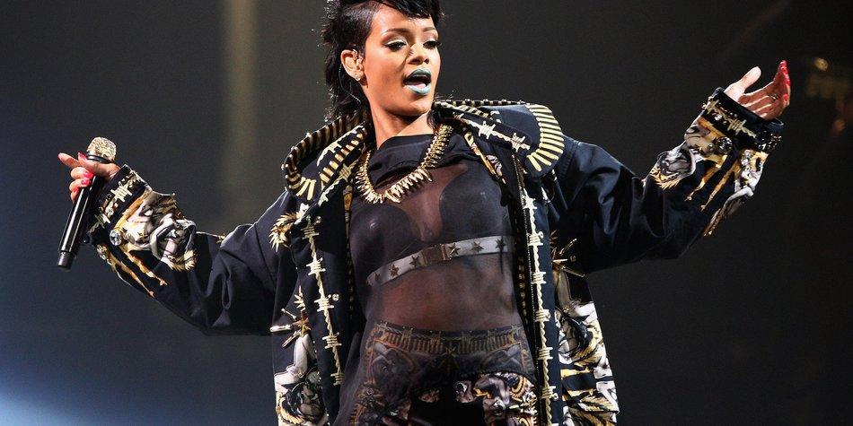Rihanna überrascht die Fans von Rapper Drake