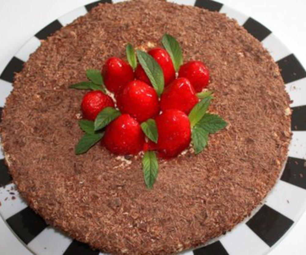 Erdbeer-Eierlikör Sahnetorte