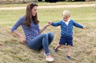 Kate Middleton und Prinz George beim Spielen