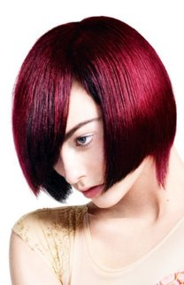 Roter Bob im Sleek Look