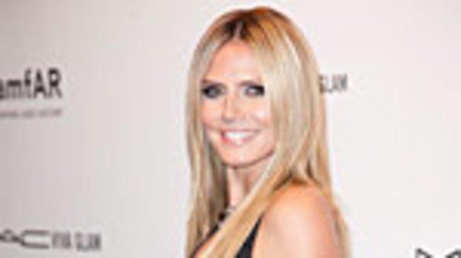 In einem tief ausgeschnittenen Kleid von Designer Michael Kors zog Model Heidi Klum auf dem Charity-Event