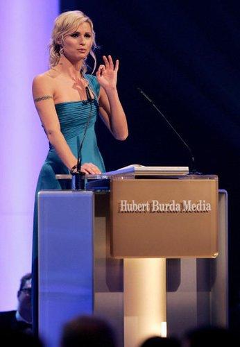 Sängerin Michelle Hunziker als Moderatorin der Bambis