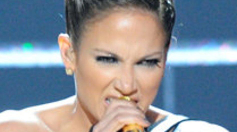 Jennifer Lopez landet unsanft auf ihrem Hinterteil