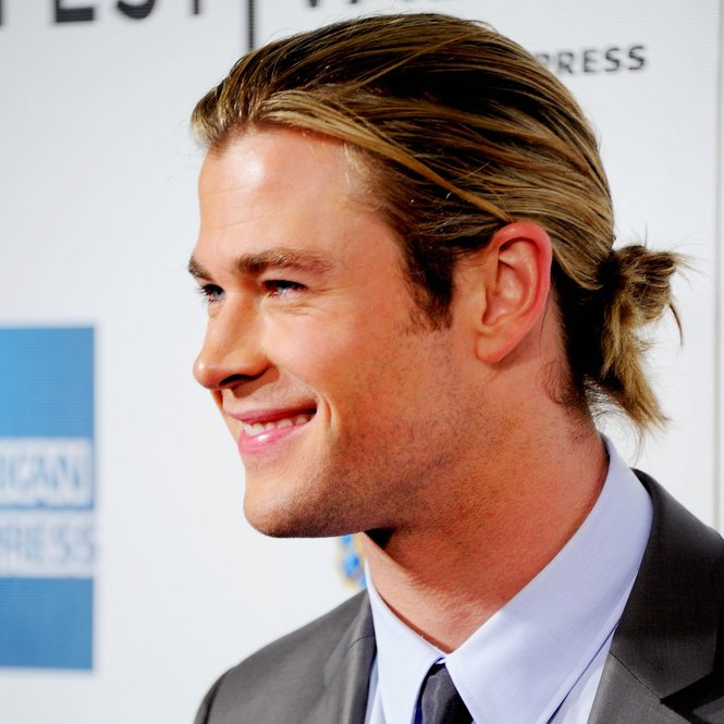 "NEW YORK, NY - APRIL 28:  Actor Chris Hemsworth attends ""The Avengers"" Premiere, Closing Night Of The Tribeca Film Festival Sponsored By Bombay Sapphire on April 28, 2012 in New York City.  (Photo by Andrew H. Walker/Getty Images for Bombay Sapphire)"
