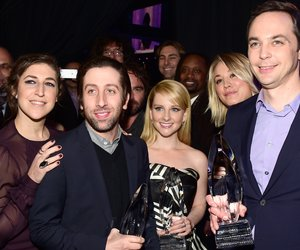 """LOS ANGELES, CA - JANUARY 06: Actors Kunal Nayyar, Mayim Bialik, Simon Helberg, Johnny Galecki, Melissa Rauch, Kaley Cuoco and Jim Parsons, with the award for """"Favorite TV Show,"""" attend the People's Choice Awards 2016 at Microsoft Theater on January 6, 2016 in Los Angeles, California. (Photo by Frazer Harrison/Getty Images for The People's Choice Awards)"""