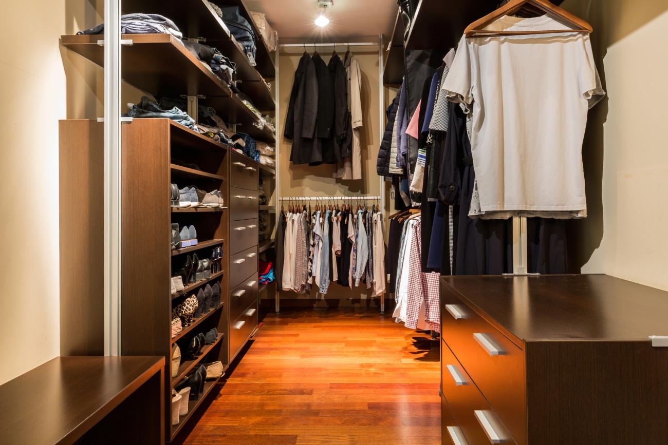 Begehbarer kleiderschrank frau schuhe  Begehbarer Kleiderschrank: Ideen zum DIY-Bauen | erdbeerlounge.de