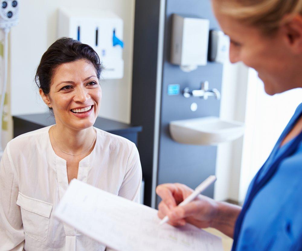 Schon ein Gespräch mit dem Arzt hilft dir beim Abnehmen