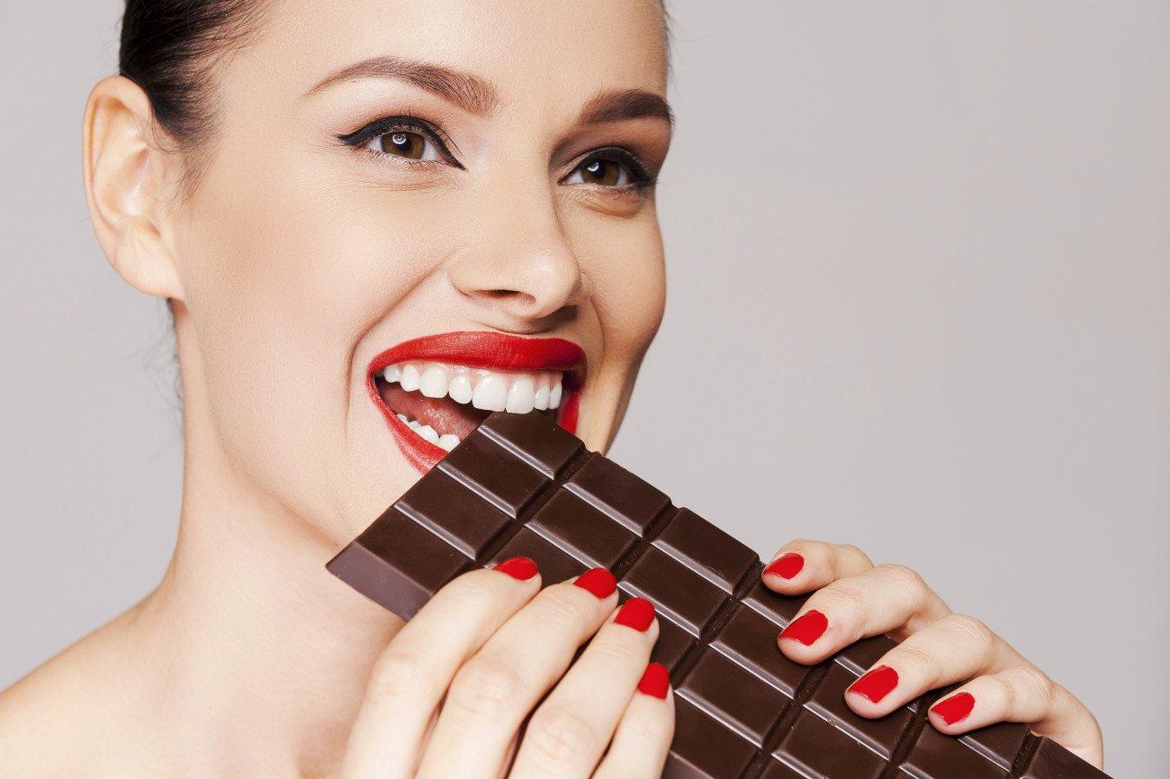 Dunkle Schokolade macht glücklich