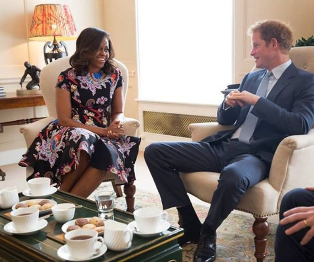 Prinz Harry trinkt Tee mit Michelle Obama