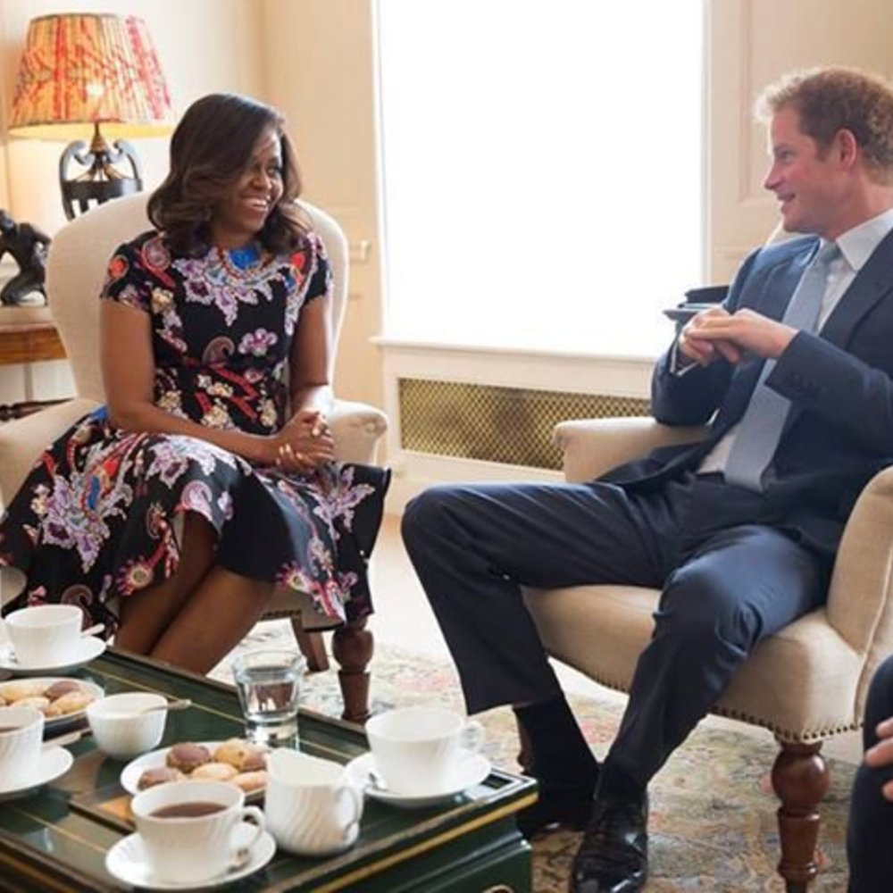 Prinz Harry trinkt Tee mit Michelle Obama