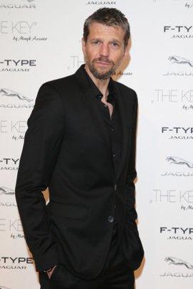 Kai Wiesinger im schicken Anzug