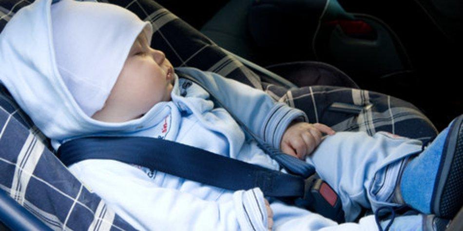 Baby in Auto eingeschlossen