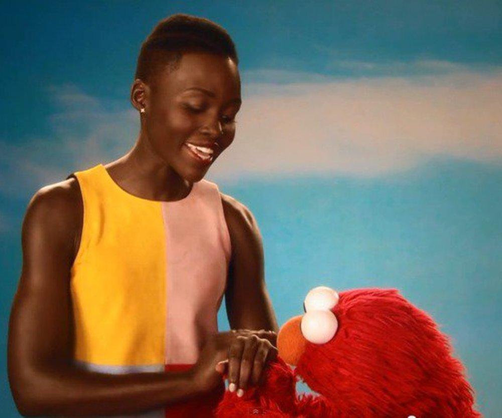 Lupita Nyong'o und Elmo lieben ihre Haut