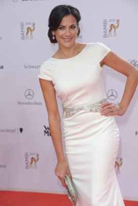 Bettina Zimmermann ganz in weiß