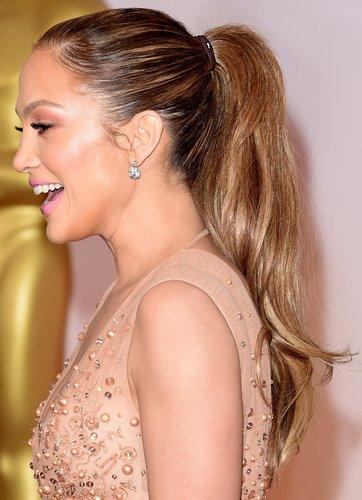 J.Lo mit Pferdeschwanz