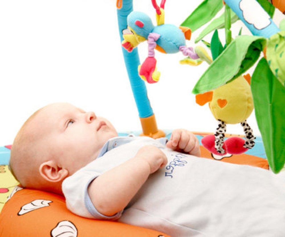 Schöne Spiele und Spielsachen für Dein Neugeborenes