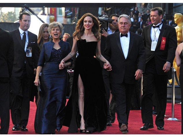 Angelina Jolie mit ihren Schwiegereltern