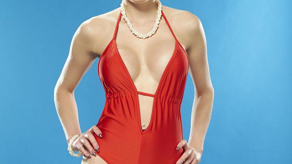 Die Pool Champions: Sind Melanies Brüste sicher?