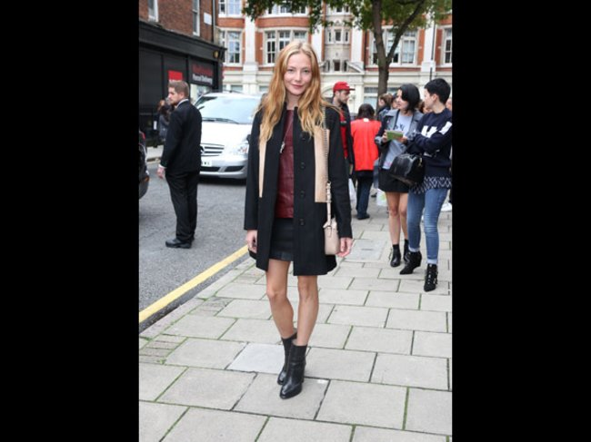 Clara Paget bei J.W. Anderson