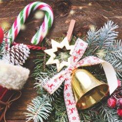 Mit diesen 4 Weihnachtsoutfits glänzt du unterm Baum