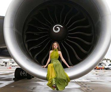 Die Fluglinie British Airways stellte seinen neuen Jumbo-Jet Boeing 777-300ER vor und lud dafür eines der derzeit gefragtesten Models ein. Georgia May Jagger, die Tochter von Mick Jagger.