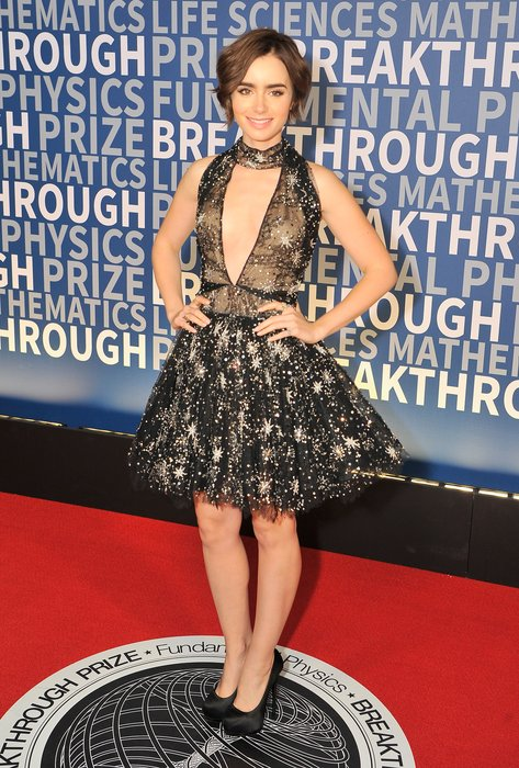 MOUNTAIN VIEW, CA - NOVEMBER 08: Actress Lily Collins attends the 2016 Breakthrough Prize Ceremony on November 8, 2015 in Mountain View, California. (Photo by Steve Jennings/Getty Images for Breakthrough Prize)