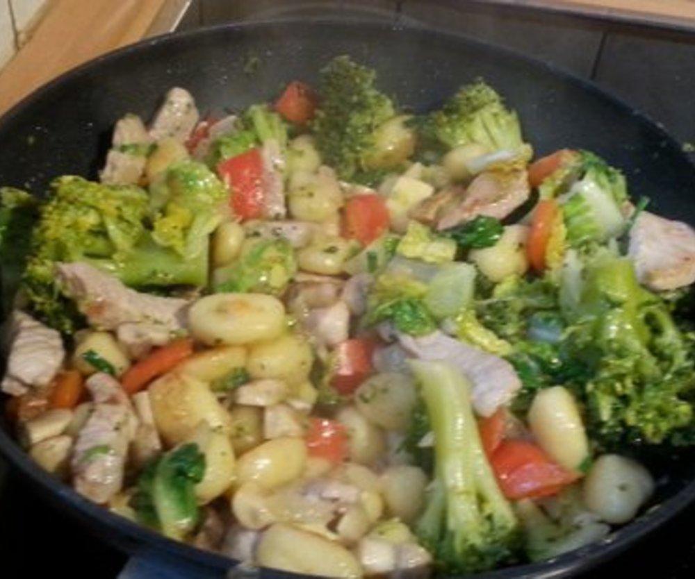 Puten gemüse Pfanne mit Gnocchi
