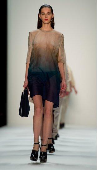 Hien Le bei der Berlin Fashion Week 2013
