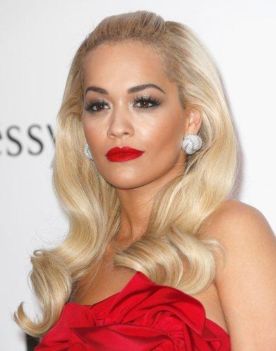 Rita Ora: Platinblonde Wellen